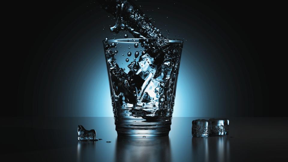szklanka z wodą Blender Guru